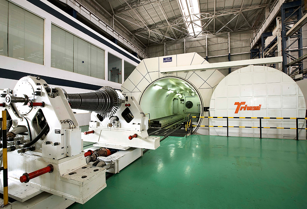 High speed vacuum tunnel balancing facility for steam turbine rotors up to 150 MW